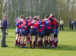 Maidenhead RFC U15 team huddle in Holland