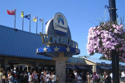An Action Packed Day At Canadas Wonderland Theme Park