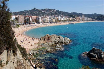 Relax On Fenals Beach Lloret De Mar At Our Number One Sports Tour Destination In Spain